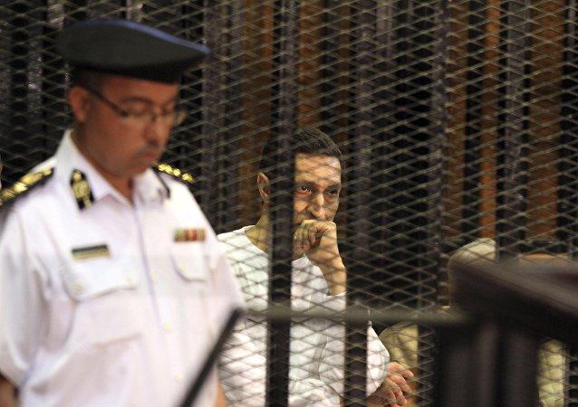 علاء مبارك أثناء محاكمة سابقة له.