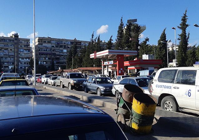 أزمة البنزين في أوتستراد المزة، سوريا، 16 أبريل/ نيسان 2019