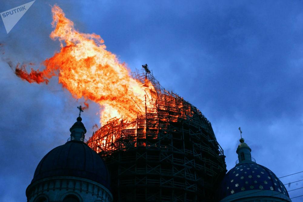حريق في كاتدرائية الثالوث في سان بطرسبورغ، 2006