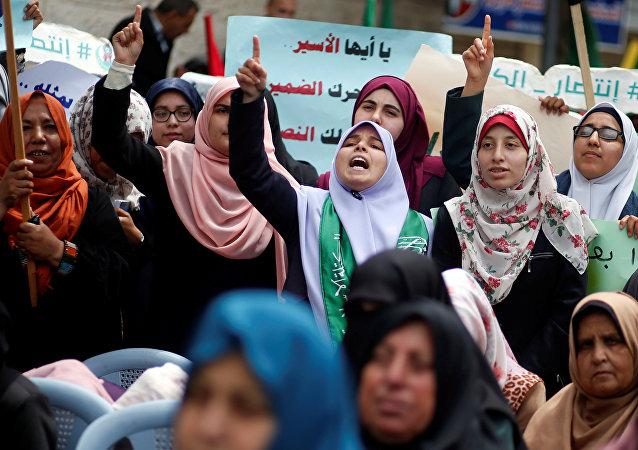 مسيرات حاشدة في غزة لإحياء يوم الأسير الفلسطيني