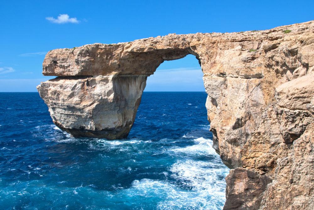 نافذة أزور (أو نافذة دويجرا) على جزيرة غودش، ثاني أكبر جزر مالطا