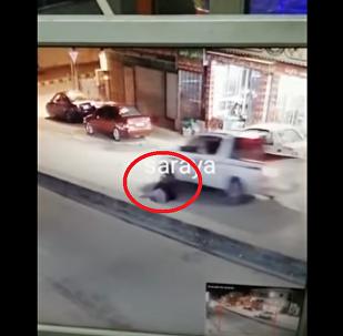 لحظة سقوط شاب امام مركبة ونجاته من الموت باعجوبة في جرش
