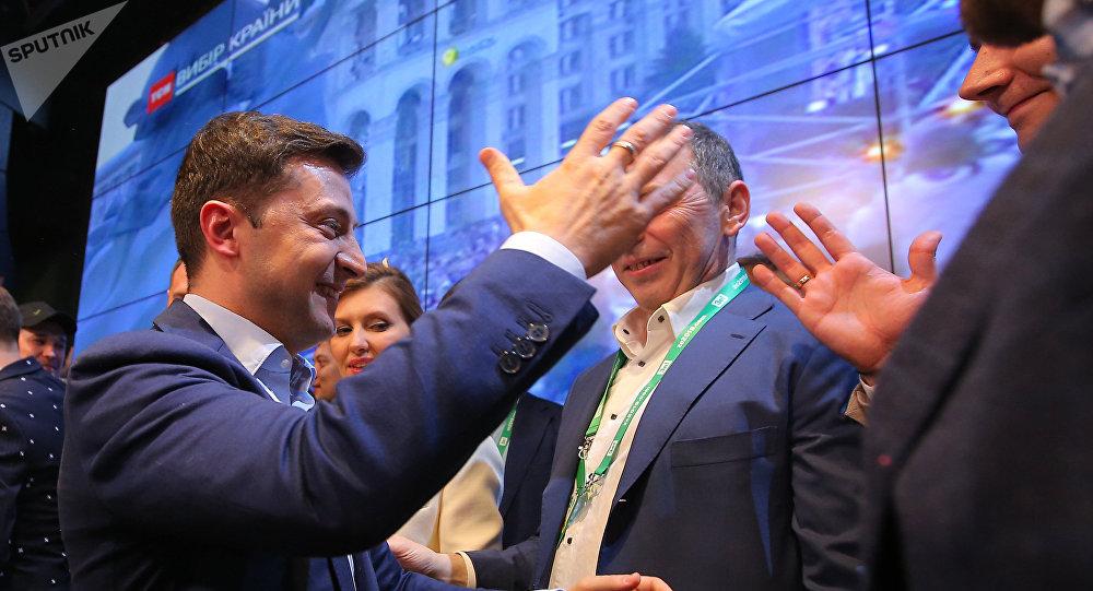 فوز  زيلينسكي بالانتخابات الرئاسية في أوكرانيا
