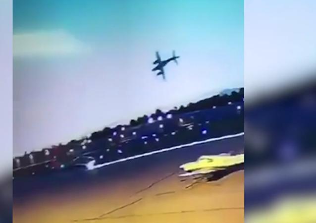 سقوط طائرة وانفجارها فور إقلاعها