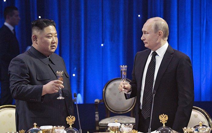 حرس-زعيم-كوريا-الشمالية-يسرقون-الأضواء-خلال-زيارته-لروسيا-(فيديو)