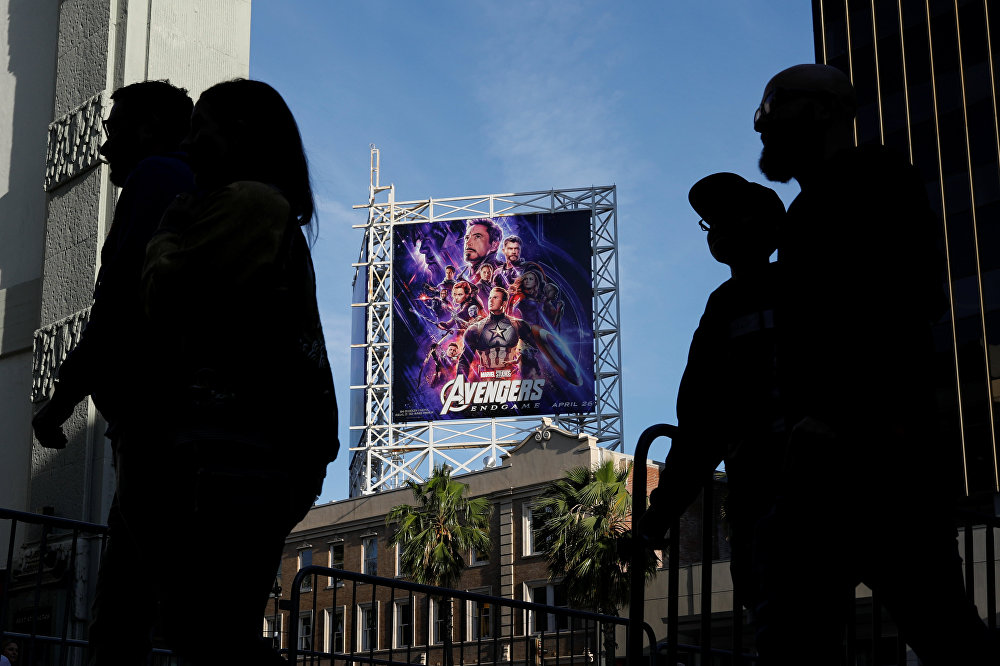 وصول عشاق Avengers إلى مسرح TCL الصيني في هوليوود لحضور العرض الافتتاحي Avengers: Endgame في لوس أنجلوس