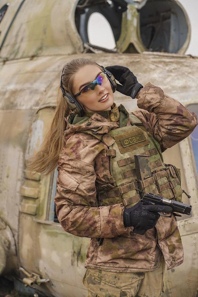 ملازم كارينا شماكوفا، من مدينة غروزني