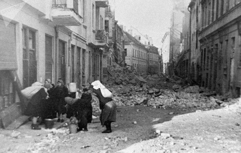 مقاطعة مدينة ريغا القديمة في لاتفيا بعد رحيل الفاشيين، عام 1944
