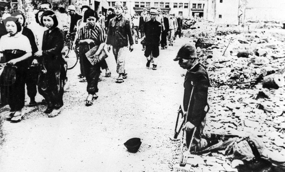 شوارع طوكيو، عاصمة اليابان، بعد تعرضها للقصف الأمريكي، عام 1945