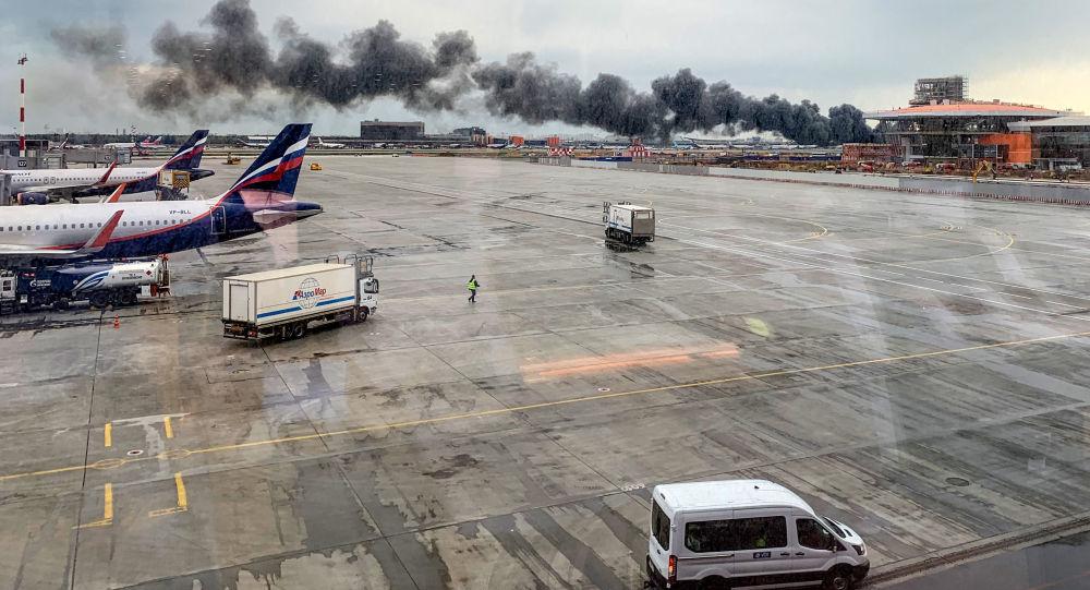 حادث احتراق الطائرة الروسية بمطار شيريميتيفو في العاصة موسكو