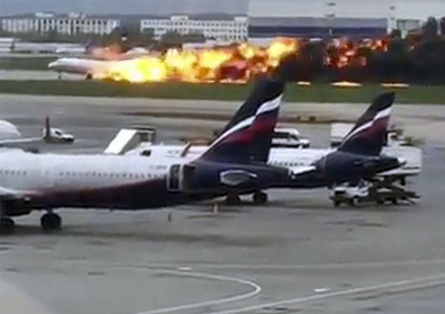 حادثة احتراق الطائرة المنكوبة سوخوي سوبرجيت 100 التابعة لشركة الطيران الجوي الروسية آيروفلوت في مطار شيريميتيفو، 5 مايو/ آيار 2019
