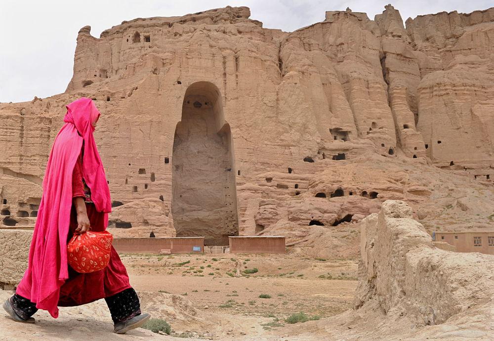 تماثيل بوذا في المدينة القديمة باميان، أفغانستان، عام 2010