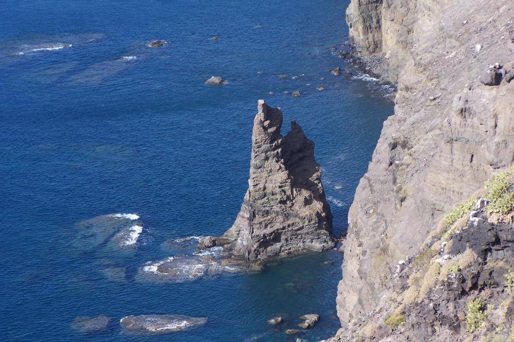 صخرة دي ديدو دي ديوس في إسبانيا بعد العاصفة