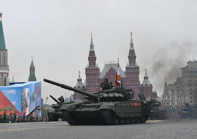 دبابة تي-72 بي 3 أثناء العرض العسكري