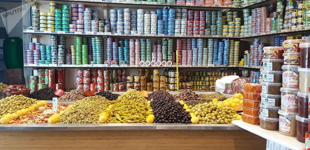شهر رمضان في تونس: مخللات معروضة بأحد المحلات التونسية
