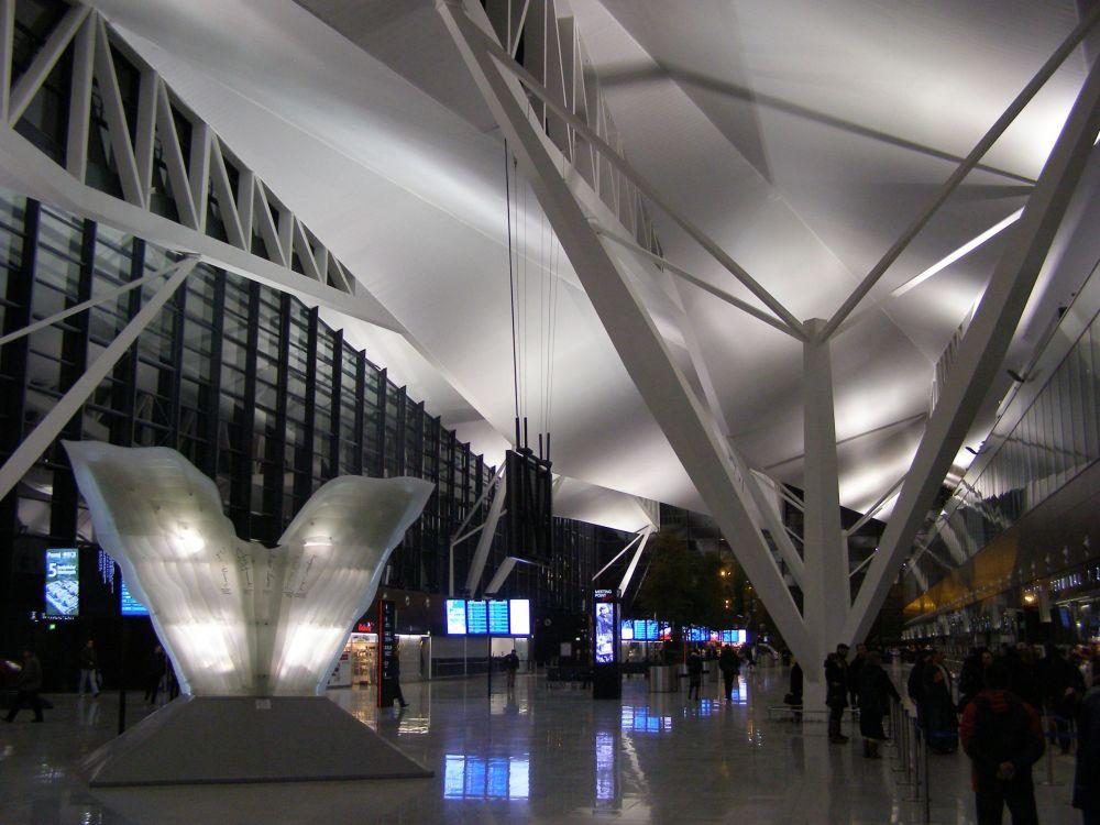 مطار غدانسك ليخ فاونسا في بولندا