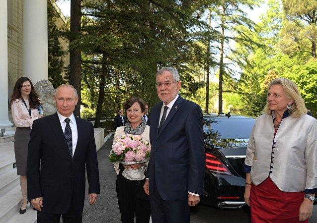 الرئيس الروسي فلاديمير بوتين مع الرئيس النمسا الكسندر فان دير بيلن
