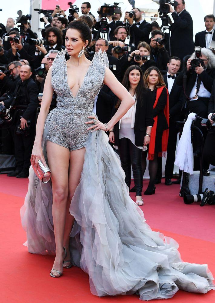 الممثلة الفرنسية فريدريك بيل على السجادة الحمراء لمهرجان كان السينمائي الدولي في نسخته الـ72
