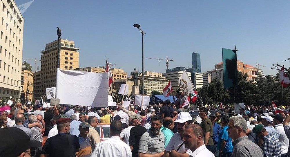 الحكومة اللبنانية تستكمل جلساتها على وقع الإعتصامات والإضرابات