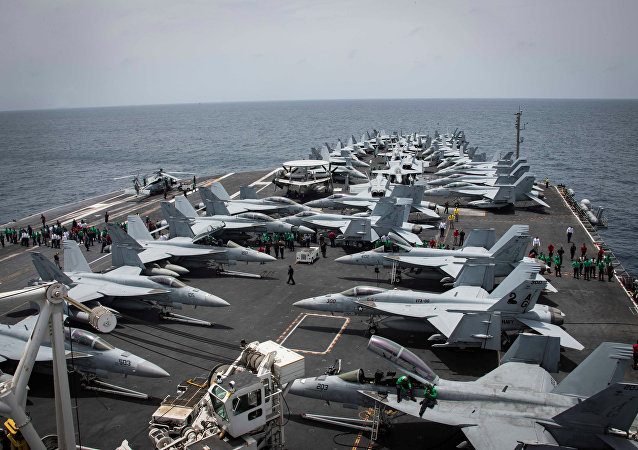 حاملة الطائرات التابعة للبحرية الأمريكية أبراهام لنكولن في بحر العرب في 19 مايو/ أيار 2019