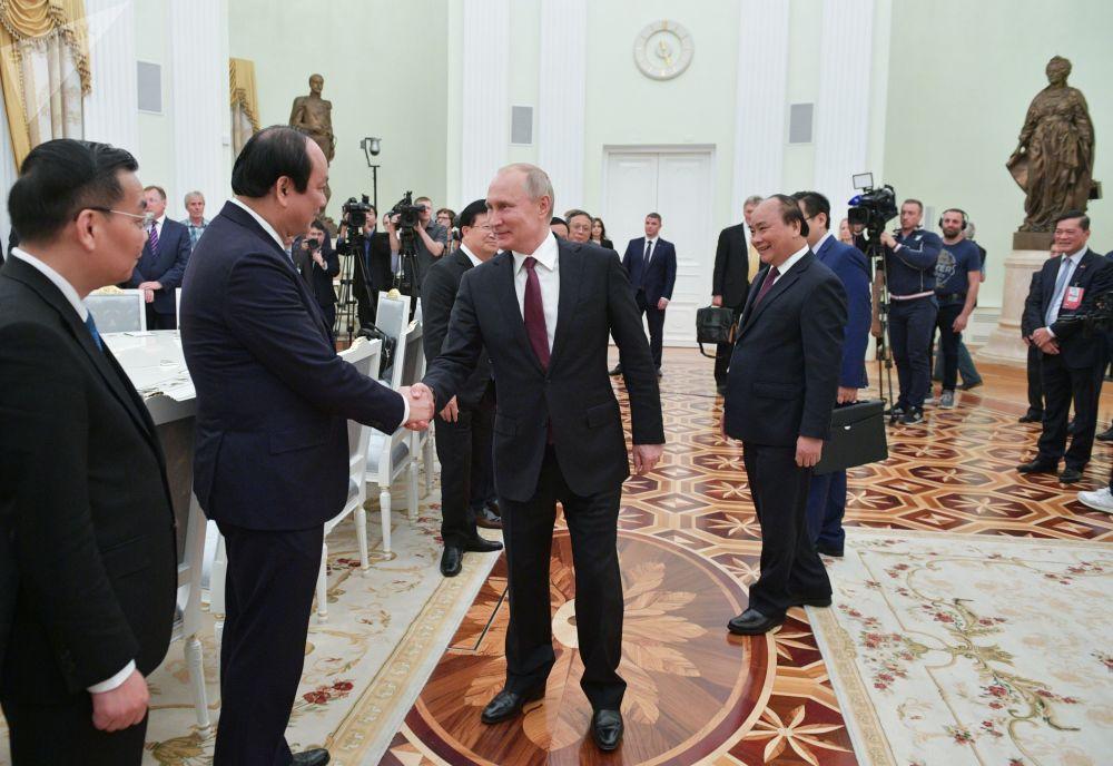 الرئيس الروسي فلاديمير بوتين يلتقي مع رئيس الوزراء الفيتنامي نغوين سوان فوك، 22 مايو/ أيار 2019
