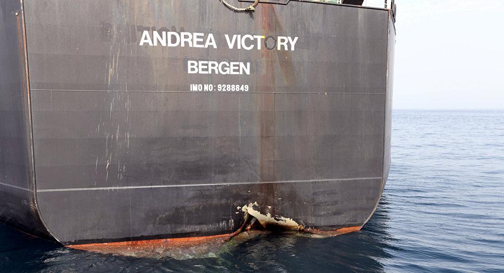 سفينة إماراتية تعرض للتخريب في ميناء الفجيرة
