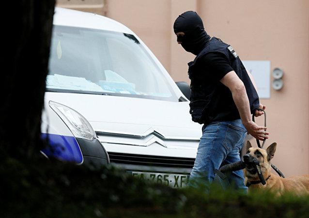 انتشار رجال الشرطة عقب تفجير ليون