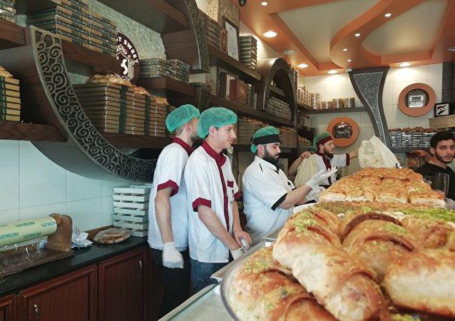 حماة تستعد لاستقبال العيد بـ جنة حلوياتها