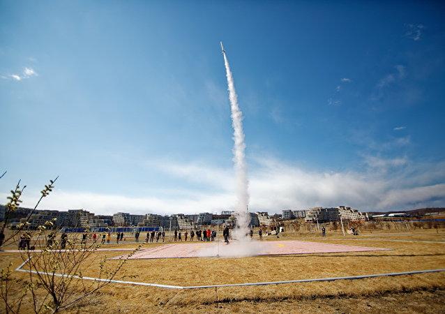 إطلاق صواريخ طلاب الجامعة