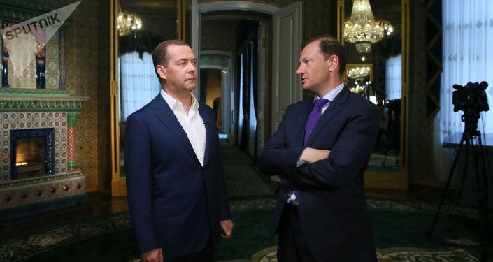 رئيس الوزراء الروسي ديميتري ميدفيديف يعطي مقابلة لبرنامج أخبار يوم السبت لقناة روسيا 1، 30 مايو/ أيار 2019
