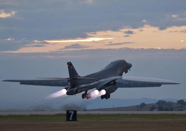 قاذفة القنابل الاستراتيجية  بي-1