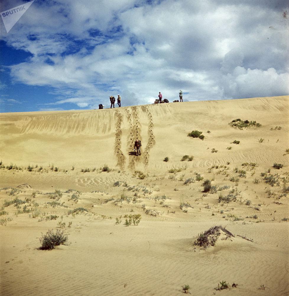 """صحراء تشارا أو """"رمال تشارا"""" وسط سيبيريا في الشرق وشمال شرق روسيا 1041580828"""