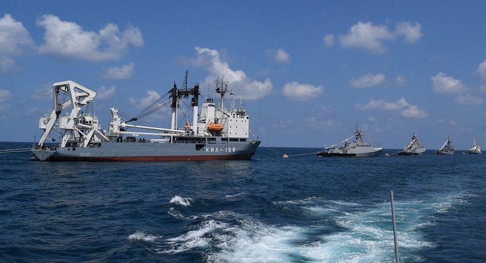 عرض عسكري في ميناء طرطوس بمناسبة يوم القوات البحرية الروسية