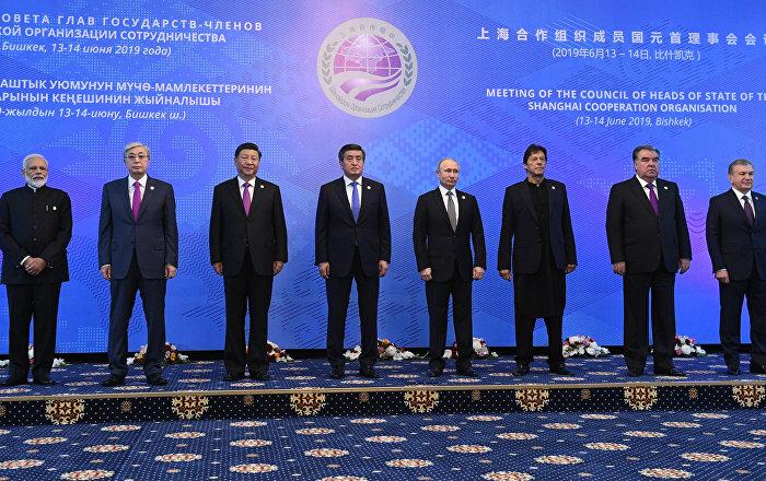 الإعلام: بوتين يحقق المستحيل ويجمع على منصة واحدة بين قادة في صراع