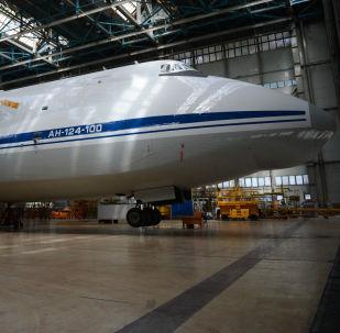 طائرة أن-124-100