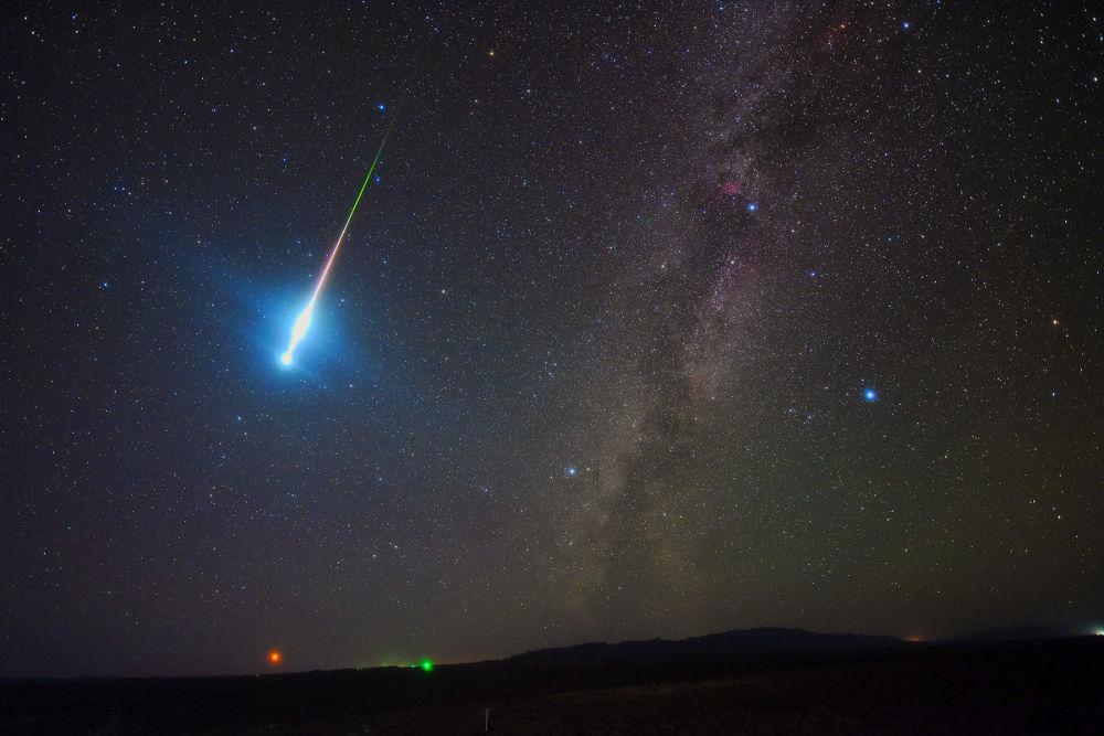صورة بعنوان فرس الفضاء الناري من قبل المصور الصيني جينتجي تانغ، ضمن القائمة القصيرة في مسابقة التصوير الفلكي الفوتوغرافي للعام 2019