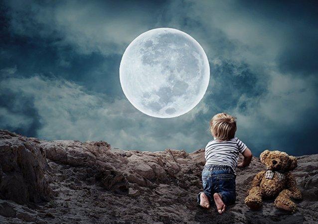 طفل في الفضاء