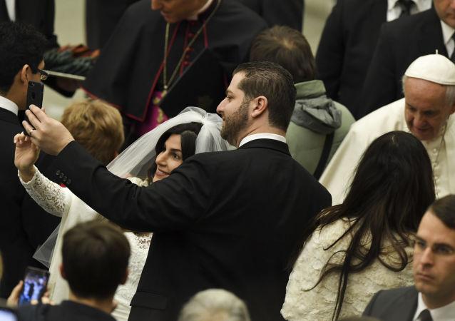 صورة سيلفي مع بابا الفاتيكان، 2017