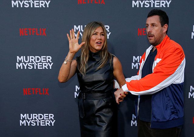 آدم ساندلر وجينيفر أنيستون في العرض الخاص لفيلم Murder Mystery