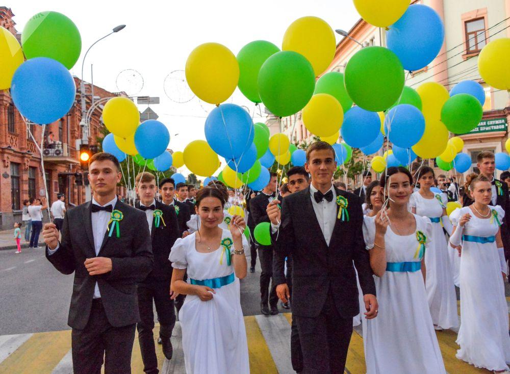 احتفال خريجي المدارس (طلاب الثانوية العامة) في كراسنودار