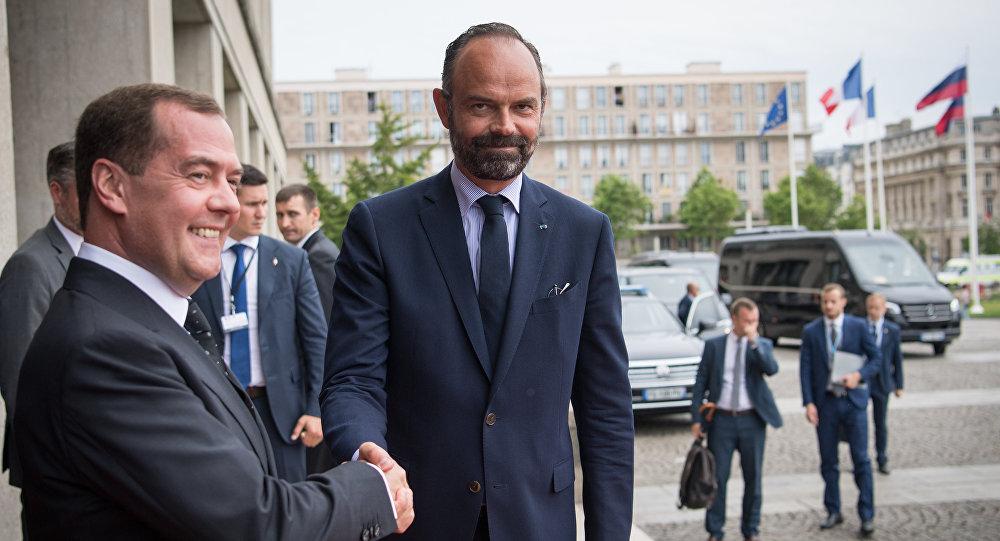 رئيس الوزراء الفرنسي، إدوار فيليب مع نظيره الروسي دميتري مدفيديف في لو هافر