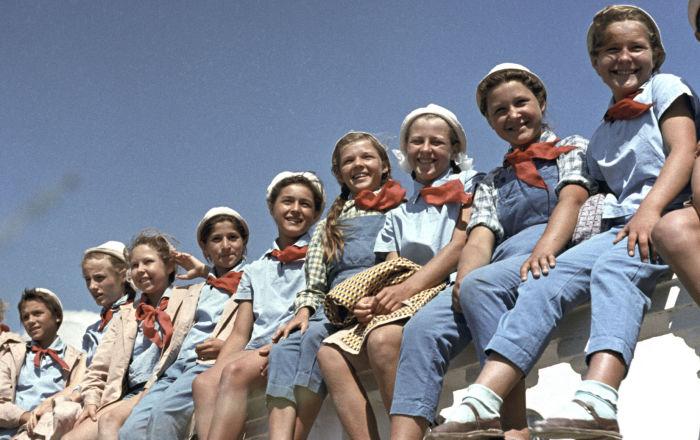 تلاميذ مدارس في مخيم عموم الاتحاد السوفيتي أرتيك باسم ف. إ. لينين، 1963