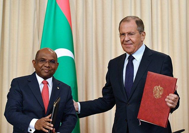 وزير الخارجية الروسي سيرغي لافروف ونظيره من جمهورية المالديف عبد الله شهيد