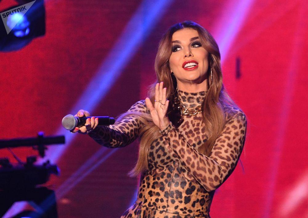 مهرجان الجمال والمواهب الـ25 كراسا روسسس-2019 (حسناء روسيا 2019) في قاعة فيغاس يتي هول - المغنية آنا سيداكوفا خلال فقرة غنائية