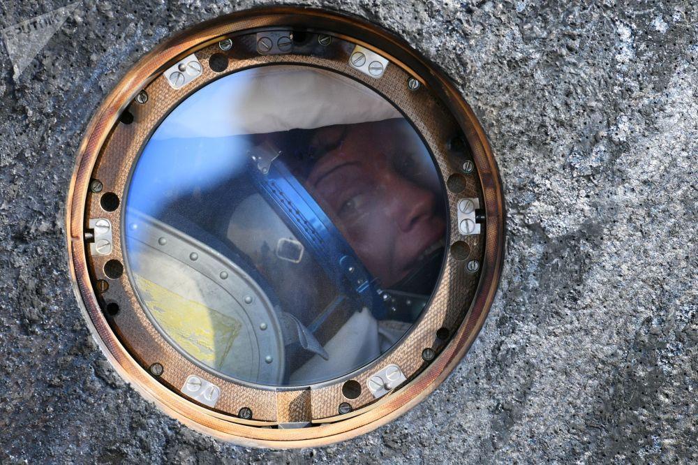 رائدة الفضاء الأمريكية آن ماكلاين في كبسولة سويوز إم سي - 11 بعد هبوطها بالقرب من مدينة جيزكازغان في كازاخستان، 25 يونيو/ حزيران 2019
