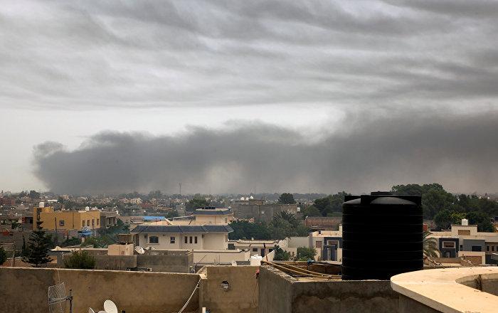توقف الملاحة بمطار معيتيقة في طرابلس بعد تعرضه لضربة صاروخية