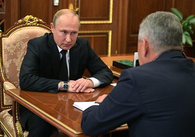 الرئيس فلاديمير بوتين يلتقي وزير الدفاع سيرغي شويغو
