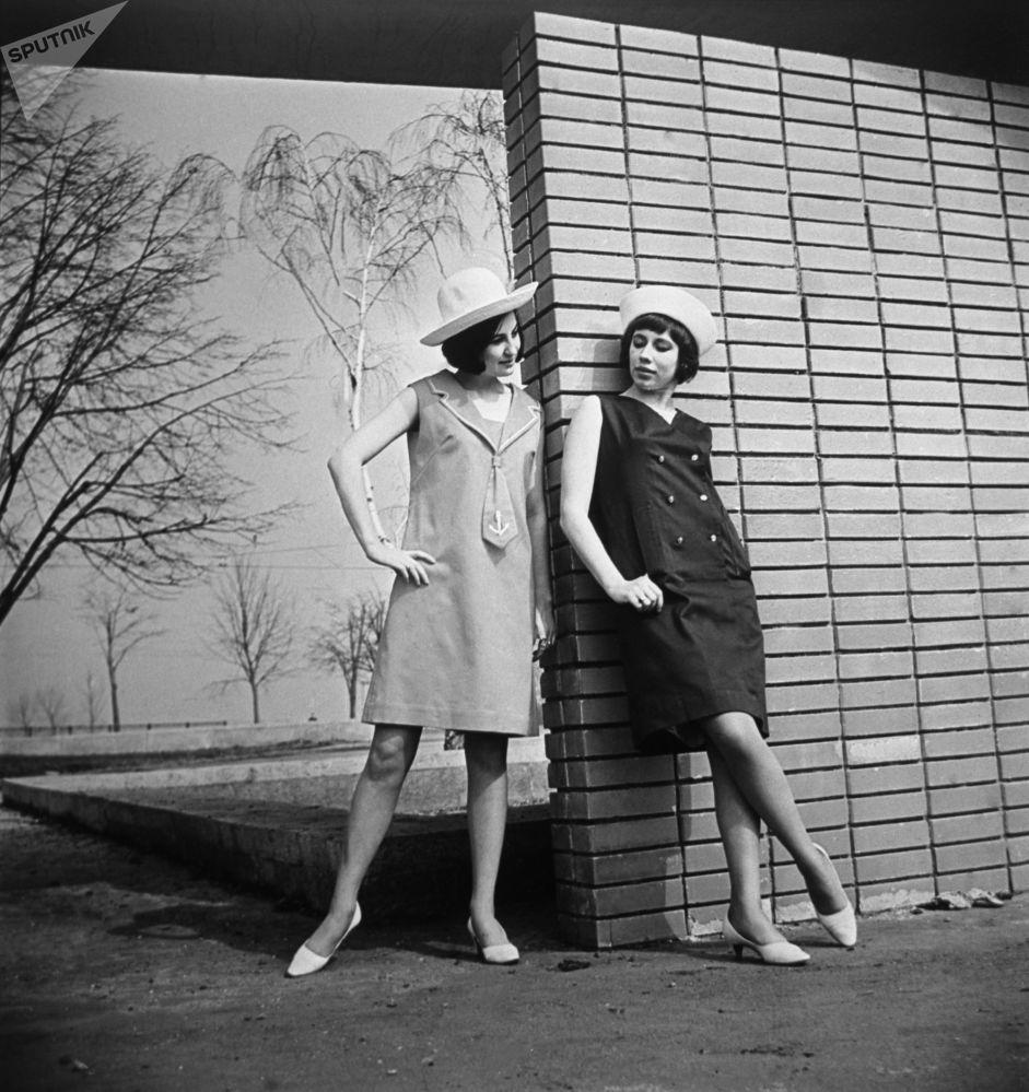 إعلان لمجموعة تصاميم ربيع-صيف لعام 1966