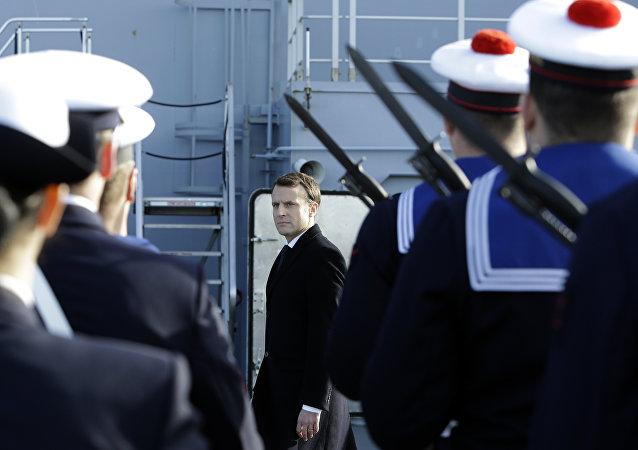 الرئيس الفرنسي، إيمانويل ماكرون، على ظهر سفينة تابعة للبحرية الفرنسية - الجيش الفرنسي