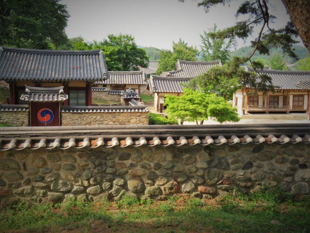 سيوون، مدارس الكونفوشيوسية الجديدة في كوريا الجنوبية. يشمل هذا الموقع تسعة مدارس من طراز المدارس الكونفوشيوسية التي برزت في عهد مملكة جوسون (في الفترة الممتدة من القرن الـ15 الميلادي حتى القرن الـ 19)، وسط وجنوب البلاد